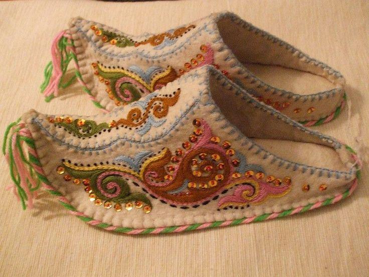 Google Image Result for http://www.kazakhstanforyou.com/images/Handmade_embroidered_adult_felt_slippers_with_sequins_o.jpg