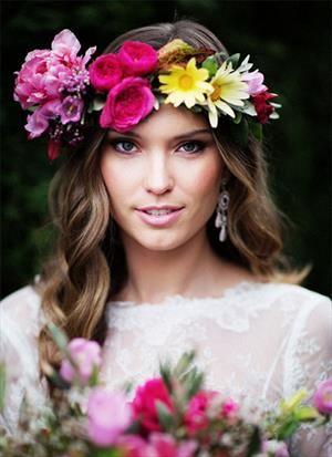 What do we think of a flower headpiece verses a veil? #headpiece #flowers #weddingflowers #bridalbeauty #fashion #love #weddingplanning #bridalicious #fitwife4life @fitwife4life