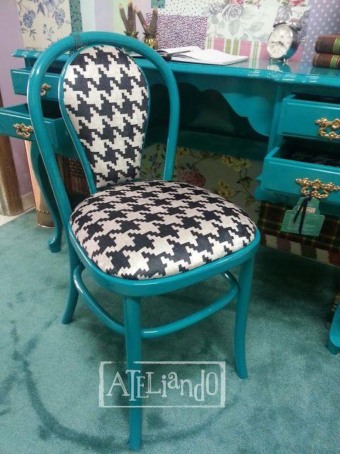 Ateliando - Customização de móveis antigos  Cadeira mega antiga de palhinha, depois de restaurada e com roupa nova, nem dá para dizer que era a mesma!  Tudo by Ateliando no Tempo!!!