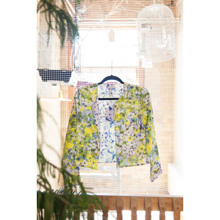 The sun is shining, the birds are chirping and we're dying to wear this reversible floral print PJK blazer.