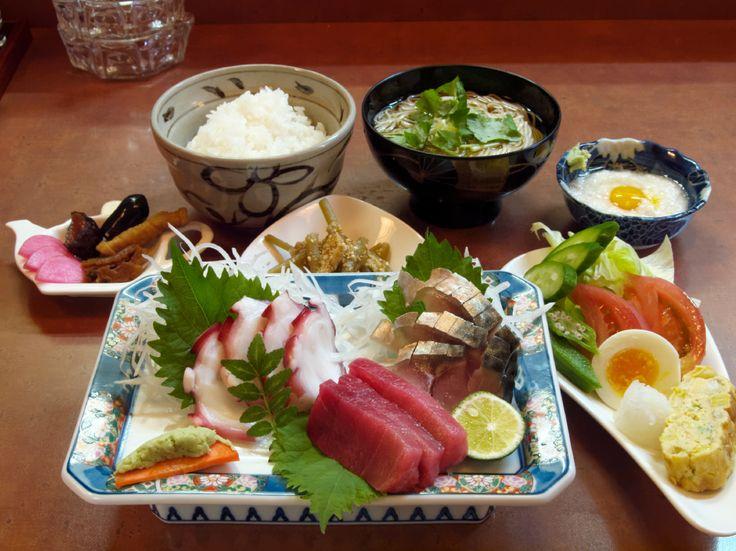 ろばた焼き小樽: [昼] ランチ+コーヒー, [夜] オススメの焼き魚と1ドリンク
