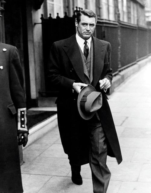 Cary Grant looking suave, as ever. He doesn't look like an Archibald Leach, does he?