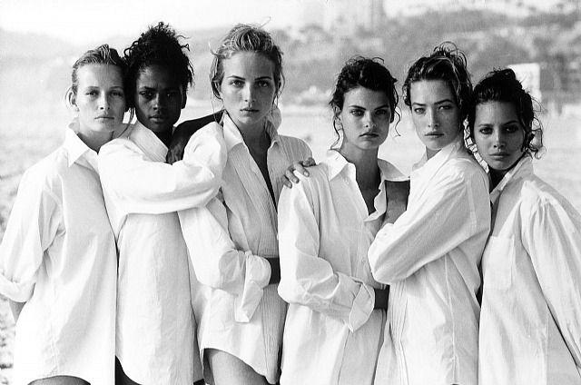 Vogue US, Los An...Dieses Kunstwerk, Estelle Lefebure, Karen Alexander, Rachel Williams, Linda Evangelista, Tatjana Patitz, Christy Turlington, Vogue US, Los Angeles, USA, 1988 von Peter Lindbergh, wird derzeit bei Polka Galerie zum Verkauf angeboten.