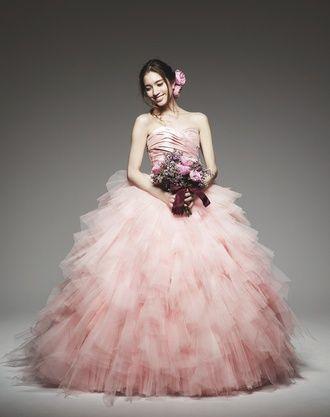 ピンクのプリンセスの花嫁衣装・ウェディングドレス・カラードレスまとめ一覧♡