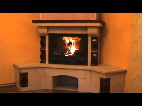 Semineu rustic construit pe colt cu elemente din teracota si camera de ardere din fonta
