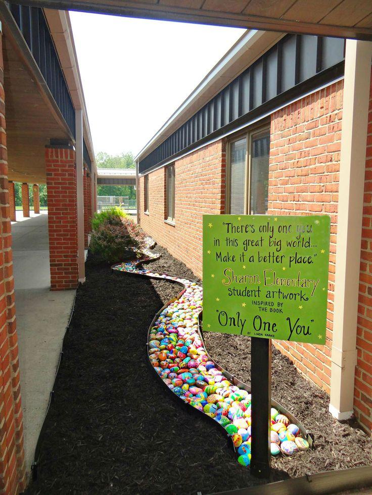 Cada aluno pinta uma pedra neste projeto encorajador; conheça