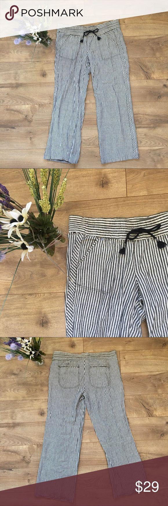 JOLT Linen Seersucker Pants - 13 JOLT Linen Seersucker Pants - 13. 55% Linen 45% cotton. Wide leg. Two pockets in front and two in rear. Only worn twice. Great condition. Smoke free home. Jolt Pants Wide Leg