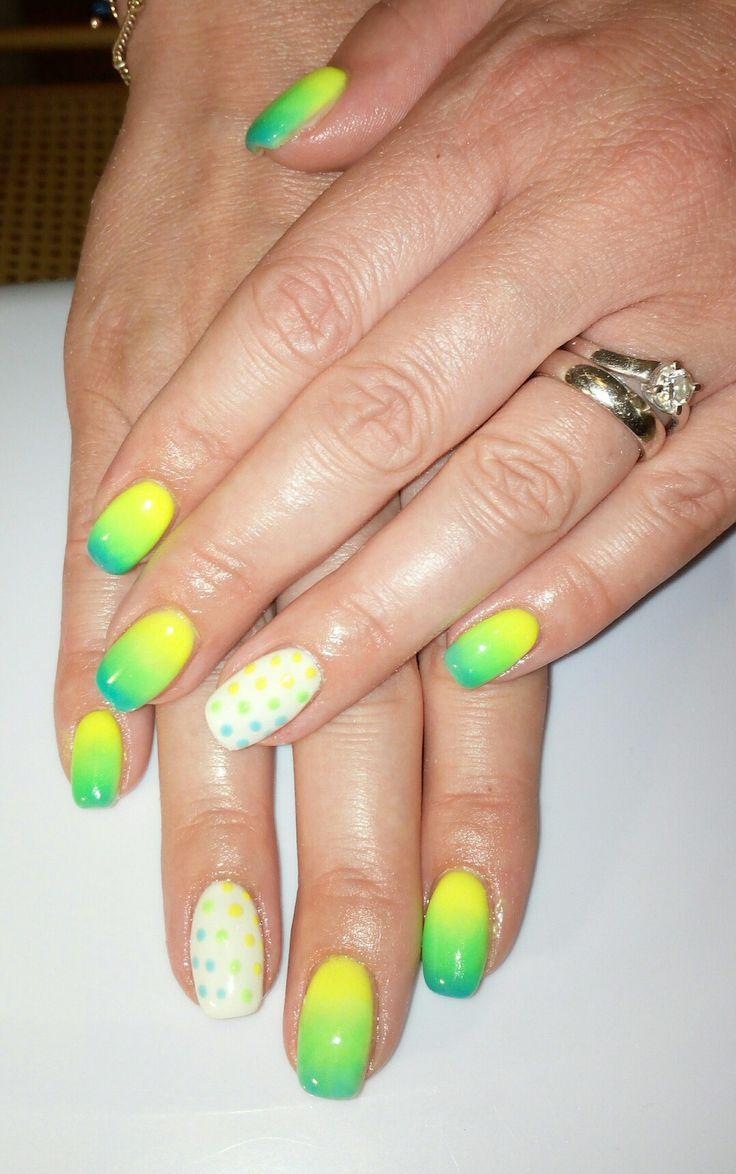 Unghie gel pois e sfumature  blu verde e giallo fluo neon