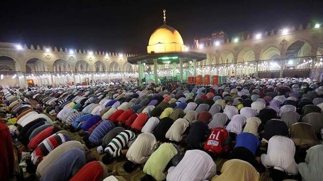 مصر تلغي احتفالية رؤية هلال رمضان وتكتفي ببثها عبر الإنترنت أعلنت دار الإفتاء المصرية اليوم مصر