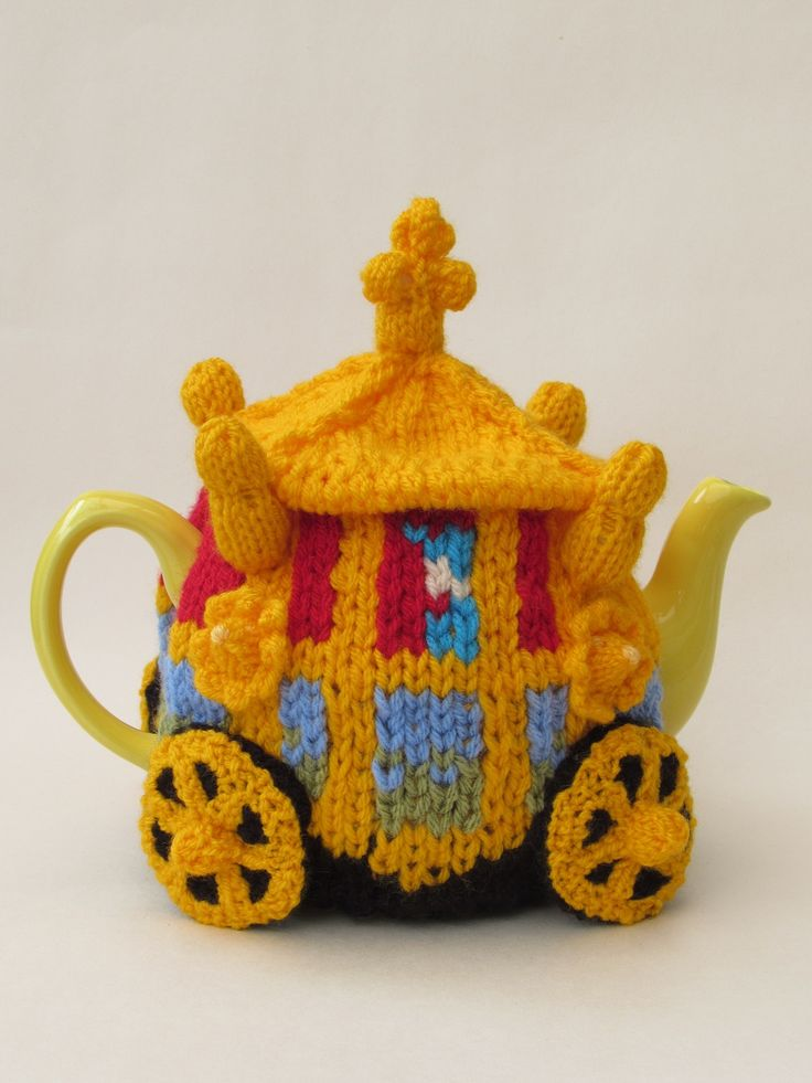 Queen's Golden State Coach Tea Cosy to celebrate the Queens 90th Birthday