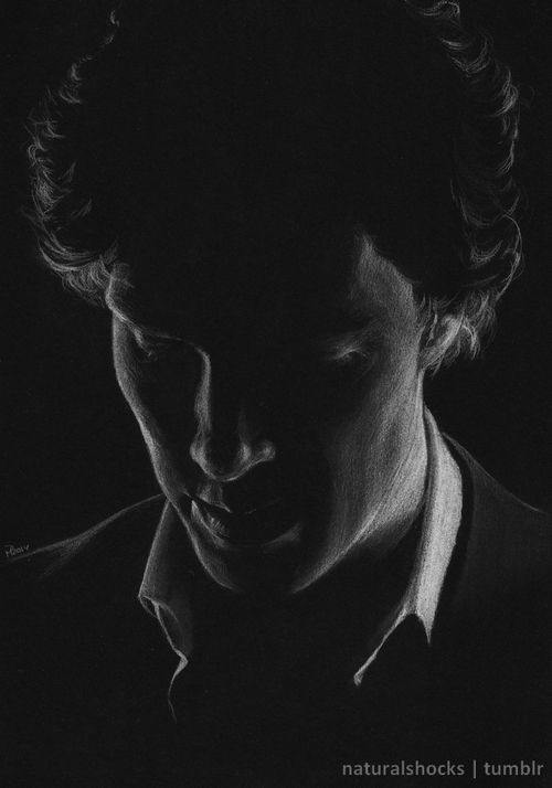 White coloured pencil and grey pastel pencil on A4 black paper, as usual.