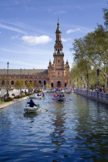 Word: Guadalquivir   Ana y los marcos pasaron un río Granda y hermoso, el río se llama Guadalquivir y es un río muy Granda y famosa. Cristóbal colón salió para América es de este río.