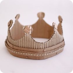 ↑色画用紙でできちゃうティアラの作り方。 王冠やティアラを自分で作りたい!って思...
