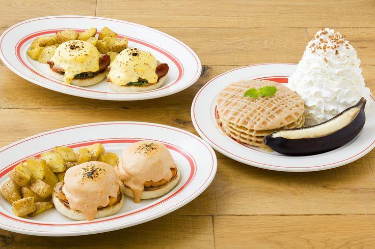 はちみつを使用した自家製生キャラメルソースのパンケーキとハニーオランデーズソースで味わうエッグスベネディクト2種が新登場