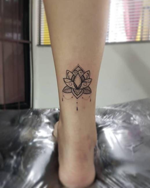 Flor de Loto | Modelo tatuagem, Tatuagem na perna feminina, Tatuagem