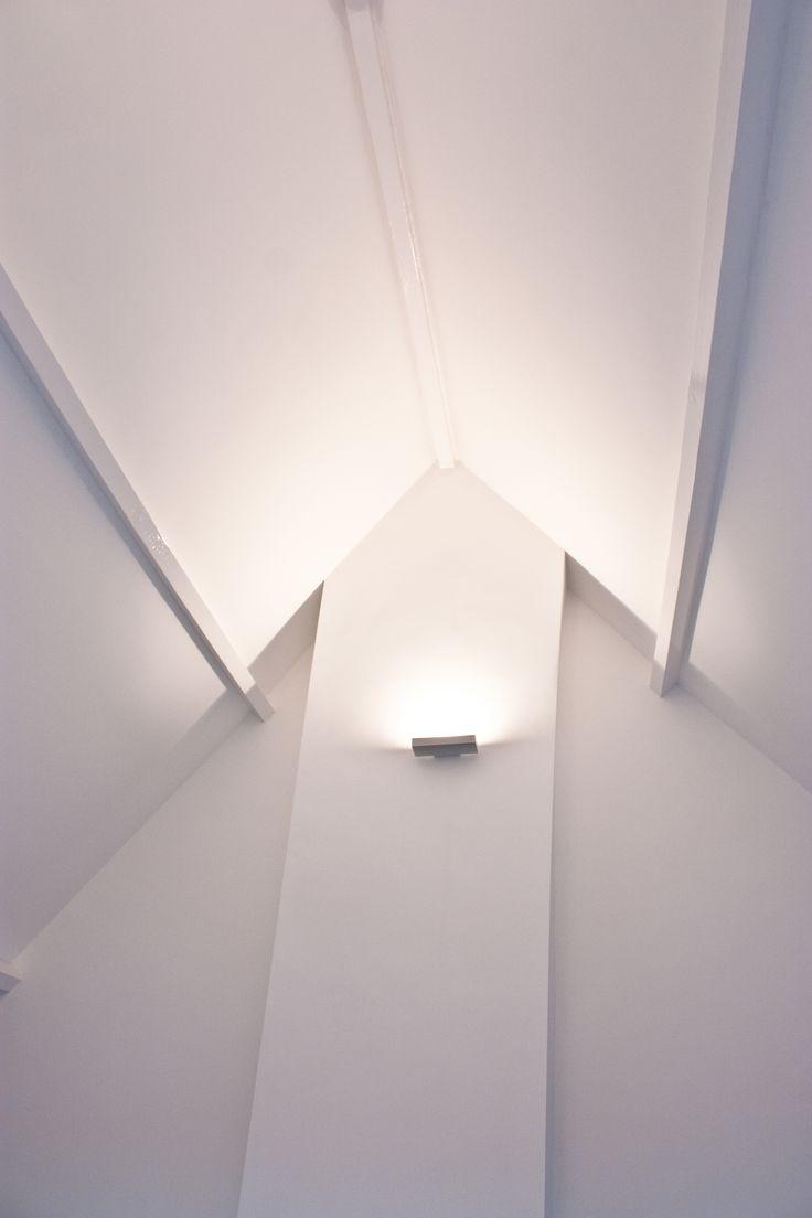 17 beste idee n over slaapkamer plafond verlichting op pinterest slaapkamer verlichting kast - Plafond met balk ...