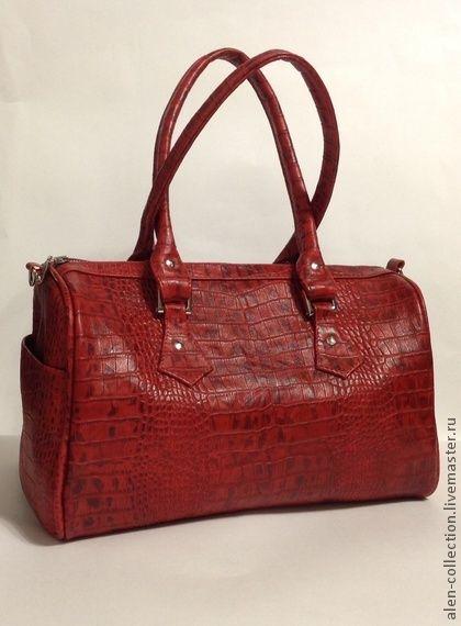 Сумка`Очарование`из натуральной кожи(Арт.S-4). Женская сумка 'Очарование'выполнена из высоко качественной итальянской кожи с выделкой под крокодила.Цвет-красно бордовый.    Модная,стильная модель сумочки подойдёт как для работы,так и для учёбы,фитнеса и шоппинга.