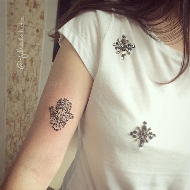 #mulpix A Virgínia queria tatuar esse hamsá com 5,5cm, conseguimos! Gratidão! Por Rodrigo Sá #ofilhodatuta #tatuador #westink #tattoo #saopaulo #tattoos #tatuagem #hamsa #tattoohamsa #hamsatattoo #tatuagemfeminina #tatuagensfemininas #ink #inkedgirls #instatattoos #inked #girlswithink #tattooedgirls #tattooedgirls #tattoosofinstagram #tattooinkspiration