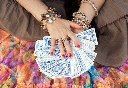 Prédictions de voyance sérieuse en ligne. Tirer les cartes gratuitement sans inscription, une cartomancie 32 cartes amour qui vous dira tout