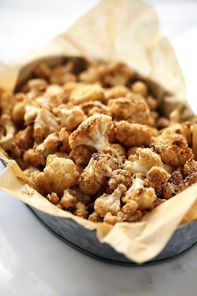 "Crispy Salt & Vinegar Cauliflower ""Popcorn"" http://blissfulbasil.com/2015/08/31/crispy-sea-salt-vinegar-cauliflower-popcorn/"