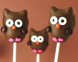 Owl Cake Pop! (Chocolate chips to make the ear shape)