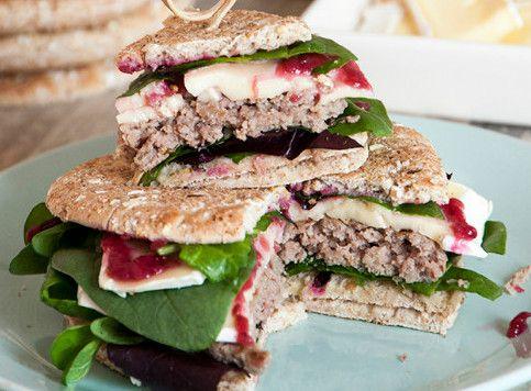 Sandwich Thins de Ternera con Brie, Frambuesa, Rúcula Y Espinacas