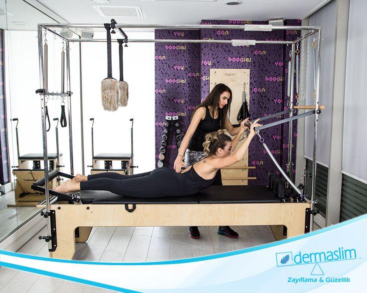 Pilates yapmak hem zihninizi hem kaslarinizi guçlendirdiğini biliyor muydunuz ? İçinizde hala pilates yapmayan var mı ? Ücretsiz demo ders için : 216 688 00 26