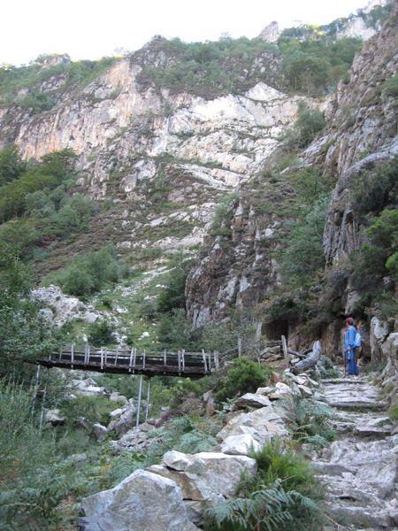 P.R. AS- 61 Ruta de los Arrudos (Asturias) Zona: Parque Natural de Redes Población: Caleao Municipio: Caso Tipo de recorrido: Ida y vuelta Recorrido: 20 km Desnivel: 1025 m. Tiempo: 6 horas Dificultad: Baja