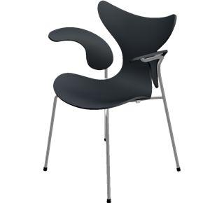 Liljen stol med armlæn. Dette er en version af Arne Jaobsens klassiske liljestol, som er designet med armlæn.