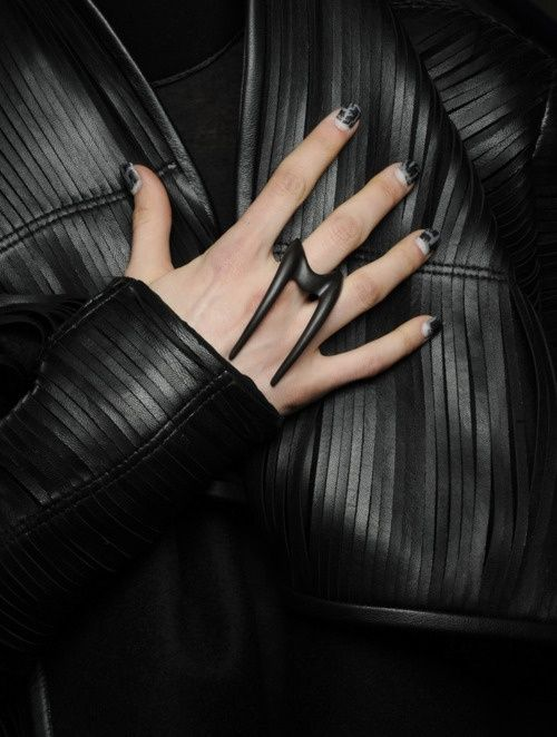 fractamateria:    Leather and ring -Gareth Pugh new collection