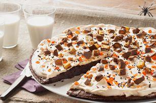 Halloween dessert brownie pizza