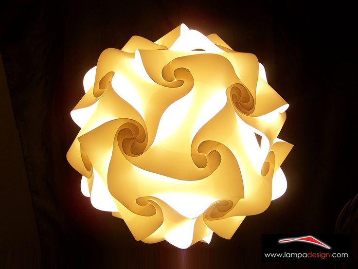 Lampada a sospensione FIOCCO color bianco. E' un lampadario moderno di design, un fiocco di luce  La sua forma leggera e soave crea meravigliosi giochi di luce  L'ideale per illuminare Ogni Ambiente, fino a 30 mq  Scegli i colori e te lo costruiremo come tu lo desideri ! Lo trovi qui: http://www.lampadesign.com/scheda.php?id=11