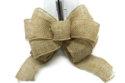 Burlap bow tutorial - This is using the Bowdabra.  flocking moss summer wreath 18
