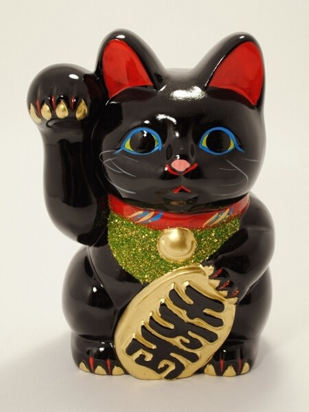 The black (kuro) version of the Koban Migite maneki-neko. Black models are believed to bring a good health and fight off bad spirits. More generally people looking for a bit of originality will like this model.