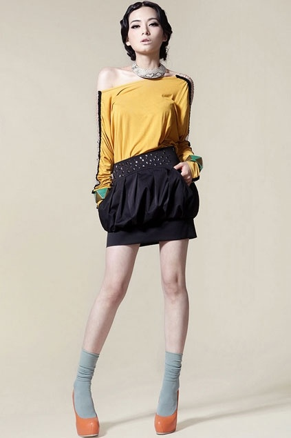 The skirt made of polyester, featuring pure color, rivet embellishment to waist, pleated design, all in mini length cut.$77