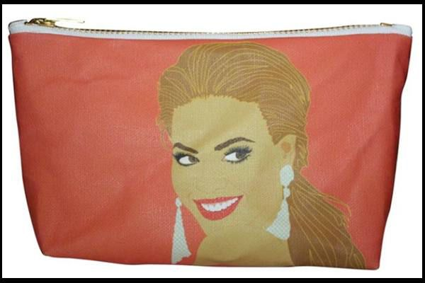 Need this Beyonce makeup tote, because who doesn't want the inspiration every morning?!