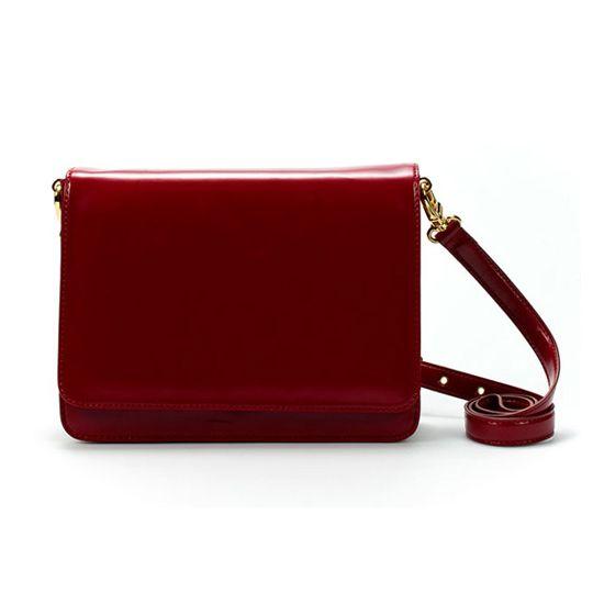Красные сумки классического стиля – прекрасные украшения для модниц 8
