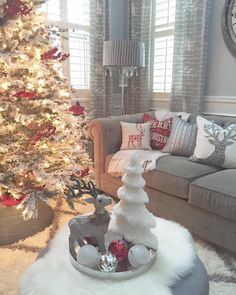 """Sneaking in for #foxhollowfridayfavs hosted by Shannon @foxhollowcottage! This festive room is currently my favorite spot in the house!  We have…"""