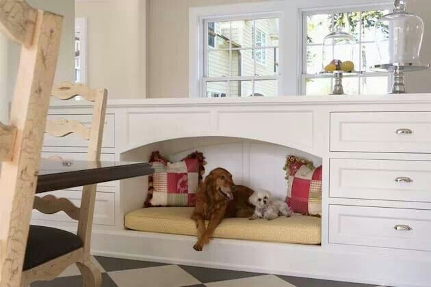 Build in dog nook :)Kitchens, Dogs Beds, Ideas, Pets Beds, Doggie Beds, Built In, Dogs House, Dog Beds, Dogs Nooks