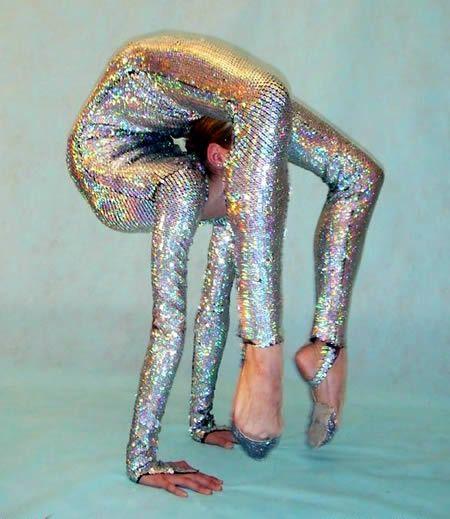 World's Most Flexible Women (flexible women) - ODDEE