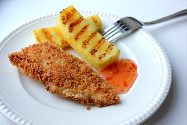 Crispy, Double Coconut Chicken with Grilled Pineapple: Double Coconut, Chicken Breasts, Crispy Coconut, Recipes Chicken, Food, Healthy, Coconut Flour, Breast Recipes, Coconut Chicken