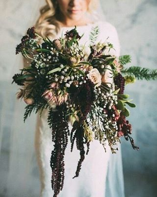 Oh my! Para as noivas que amam buquês assimétricos. In love!  #casarei #wedding #casamento #instawed #instawedding #buquê #bouquet