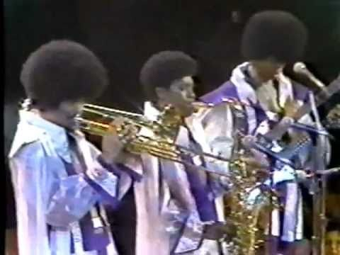 "Leroy ""Sugarfoot"" Bonner - 3/14/2013 - 1/26/2013.  Ohio Players ""Skin Tight"" LIVE -1974 - YouTube"