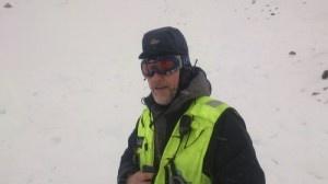 Hunderfører Thomas Øye og redningshunden Trym fant den savnde i skredet i Hemsedal