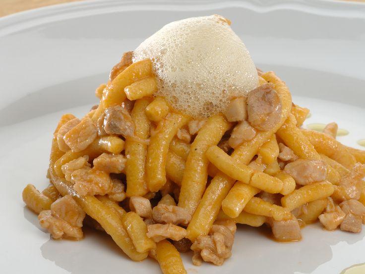 """""""Passatelli asciutti, ragout di pollo, uvetta cilena, aria al limone."""" Dalla tradizione romagnola alla rivisitazione emiliana."""