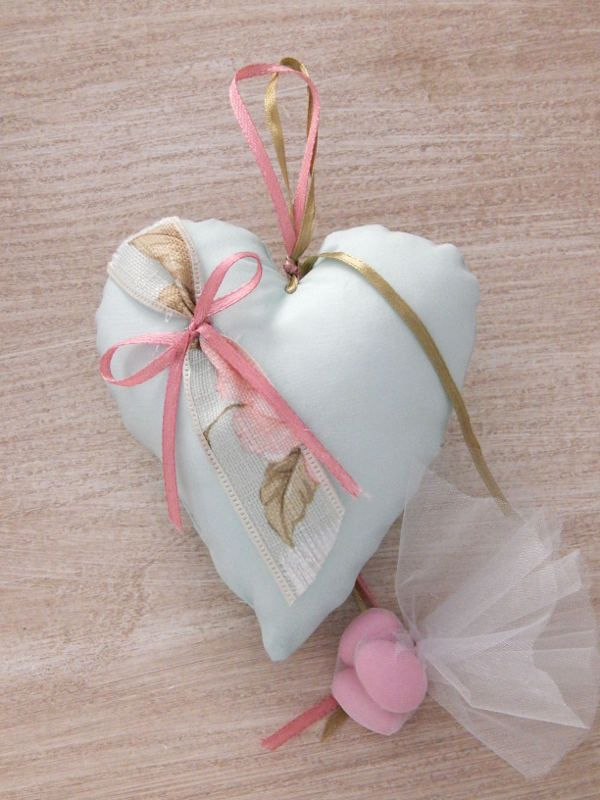 Μπομπονιέρα βάπτισης υφασμάτινη - Χειροποίητη καρδούλα σε συνδυασμό χρωμάτων βεραμάν και σάπιου μήλου.