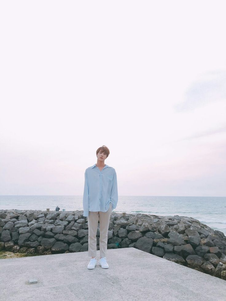 King Jin~ ❤❤❤ 석진왕자님 [BTS Tweet] *puts no caption coz its king jin* #BTS #방탄소년단