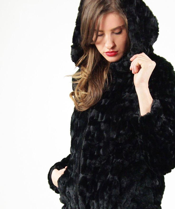 Le pellicce di Hozone conquistano tutti! Scopri questo modello con cappuccio e full zip