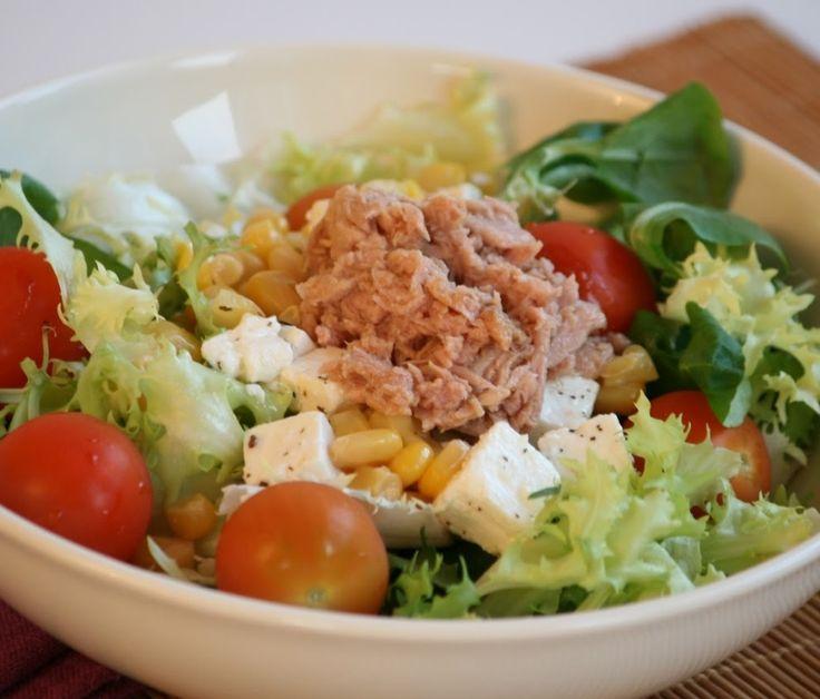 Las recetas de atún te ayudan a mantener una dieta saludable, prueba esta ensalada con queso y atún y comprueba lo fácil que es de preparar.