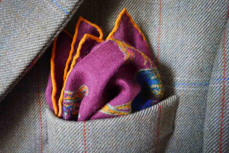 Puff variation, with a full puff supported by peak in the back, showing off all the pattern of the pocket square